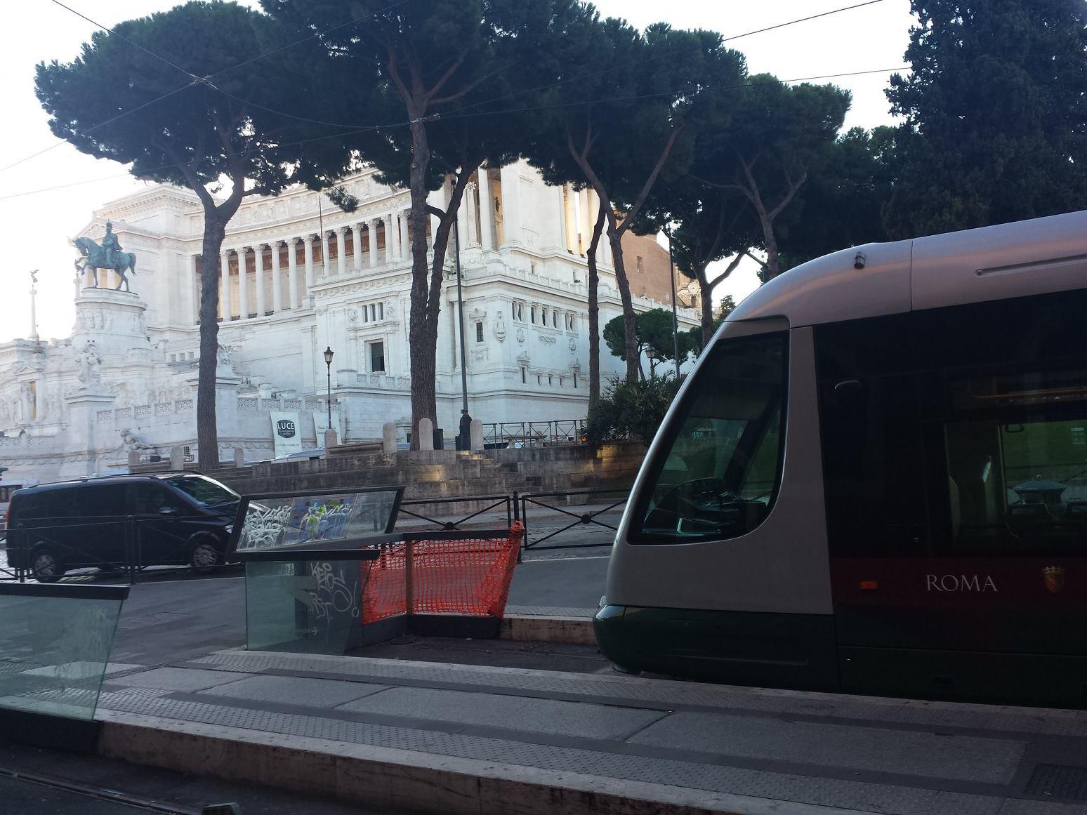 transportes em Roma - TRAM 8 - PIAZZA VENEZIA