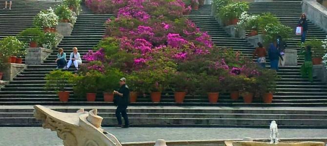 Piazza di Spagna repleta de flores!