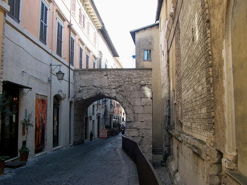 Spoleto Arco Druso - foto WikiCommons