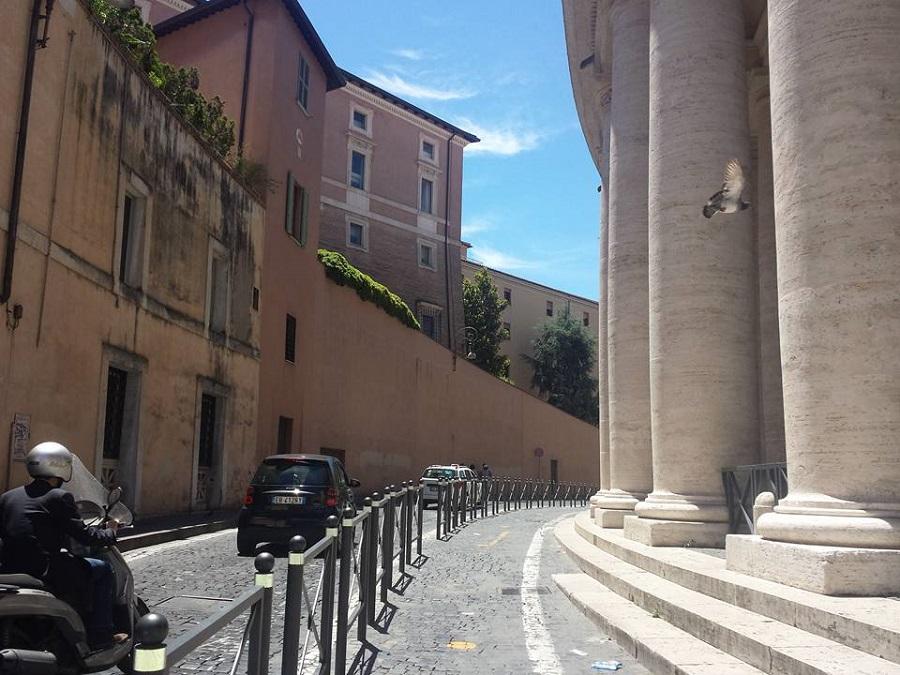 Rua de acesso ao Uficio Scavi Vaticano - visita Tumulo São Pedro - VoupraRoma