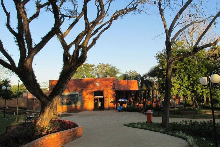 Restaurante no Marco das Três Fronteiras - City Tour Foz do Iguaçu
