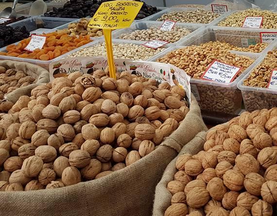 Frutas secas - Mercado em Roma - Blog VoupraRoma