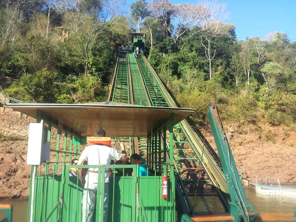 Macuco Safári - Bondinho que desce até a beira do Rio