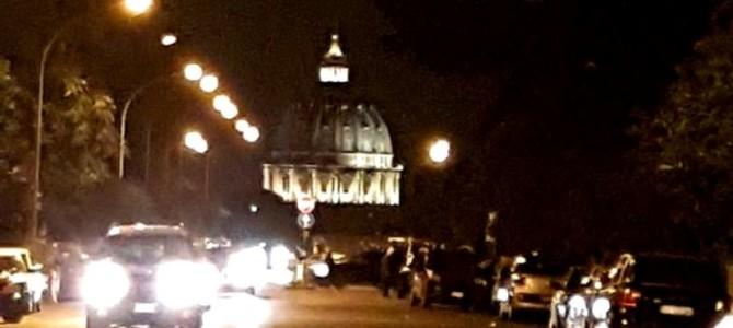 Curiosa ilusão da Cúpula de São Pedro em Roma