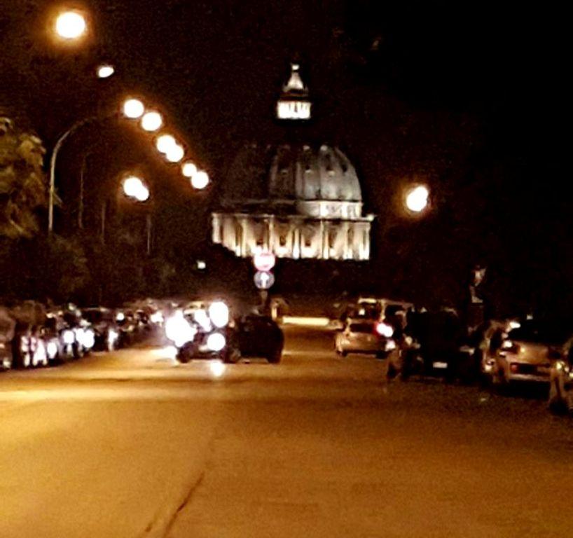 Ilusão ótica da Cúpula de São Pedro em Roma - Blog VoupraRoma