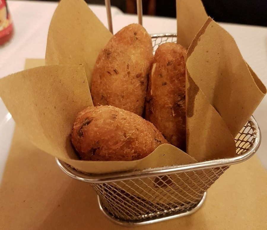 Tre Pupazzi - bolinhos de bacalhau - Blog VoupraRoma