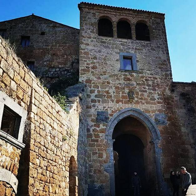 Civita di Bagnoregio - porta de entrada - Blog Vou pra Roma