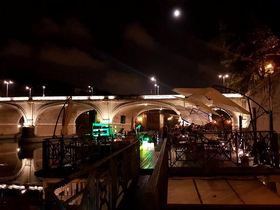 Aperitivo e restaurante no Bar Flutuante Roma - blog Vou pra Roma