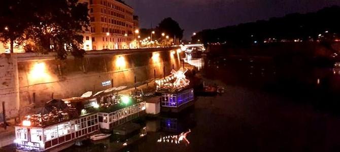 Aperitivo, bar flutuante e música ao vivo em Roma.