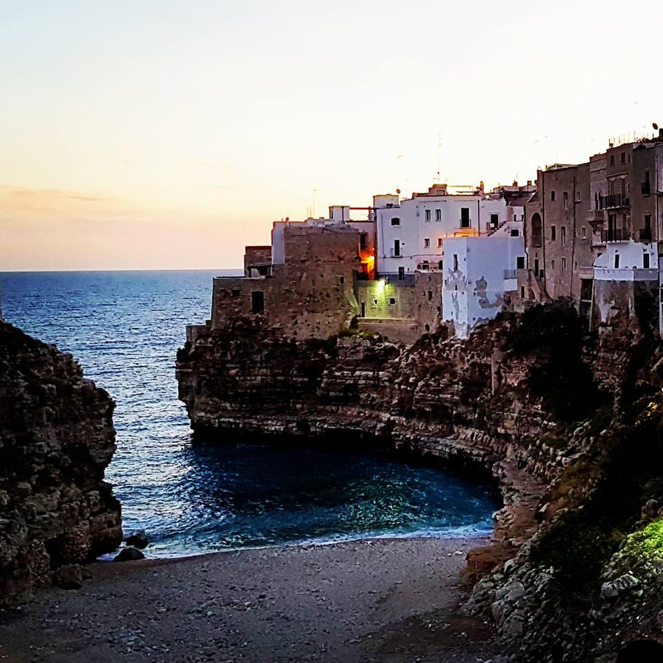 Polignano a Mare - Puglia - Nascer do sol - Praia Cala Porto - Blog Vou pra Roma