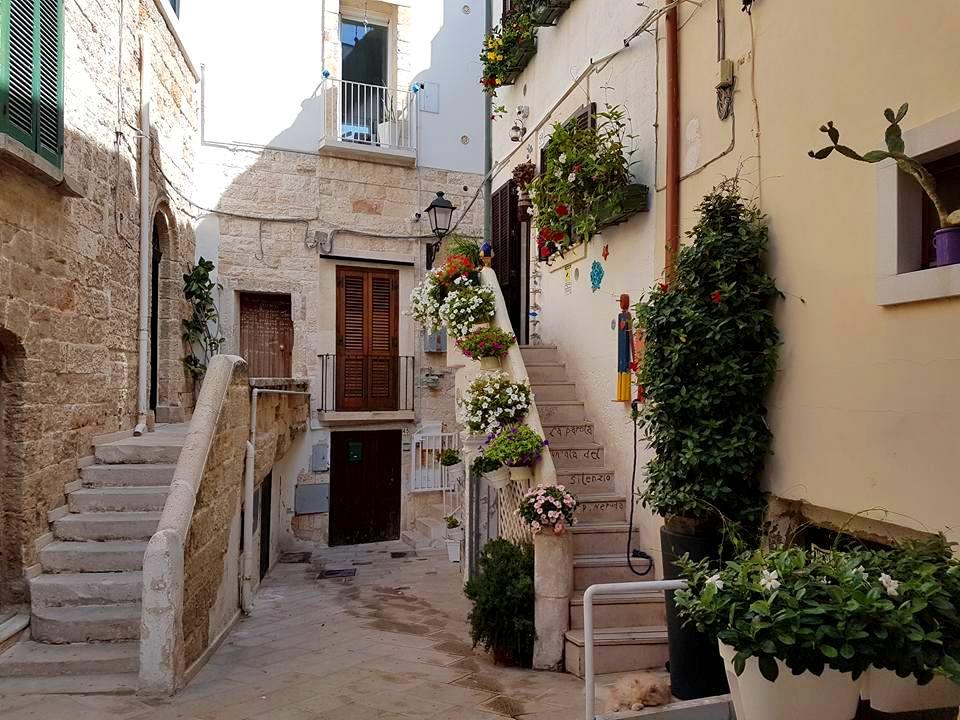 Polignano a Mare - Puglia - pequenas ruas do centro histórico - Blog Vou pra Roma