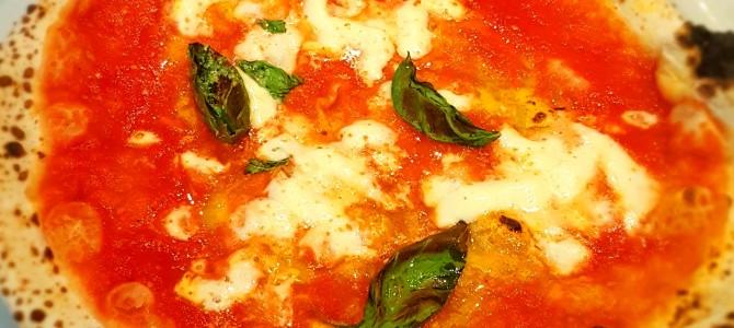Pizza napolitana em Roma comer rezar amar